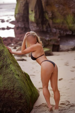 Naele adult dating in Fruitville FL