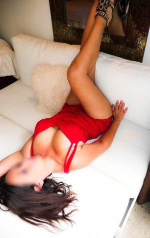 Muzeyyen adult dating in North Fort Myers FL